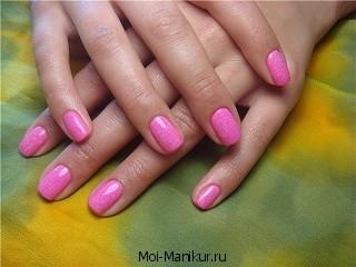 Аппаратный маникюр розового цвета.