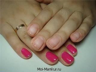 Европейский маникюр розового цвета.