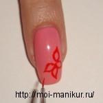 В центре ногтя акриловой краской рисуем цветок.