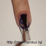 Закрепляем рисунок специальным закрепителем для ногтей.
