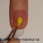 Желтой акриловой краской рисуем туловище пчелы.