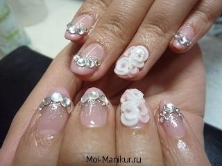 Свадебный маникюр на коротких ногтях.