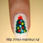 Акриловыми красками на ногтях рисуем новогоднюю елку.
