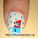 Снеговик акриловыми красками на ногтях.