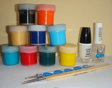 Все принадлежности для новогоднего дизайна акриловыми красками.