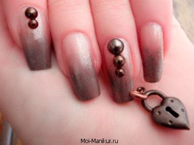 Пирсинг ногтей на руках.