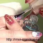 Наносим на ногти закрепляющее покрытие