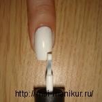 наносим лак для ногтей