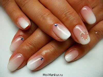 Художественная роспись на коротких ногтях.