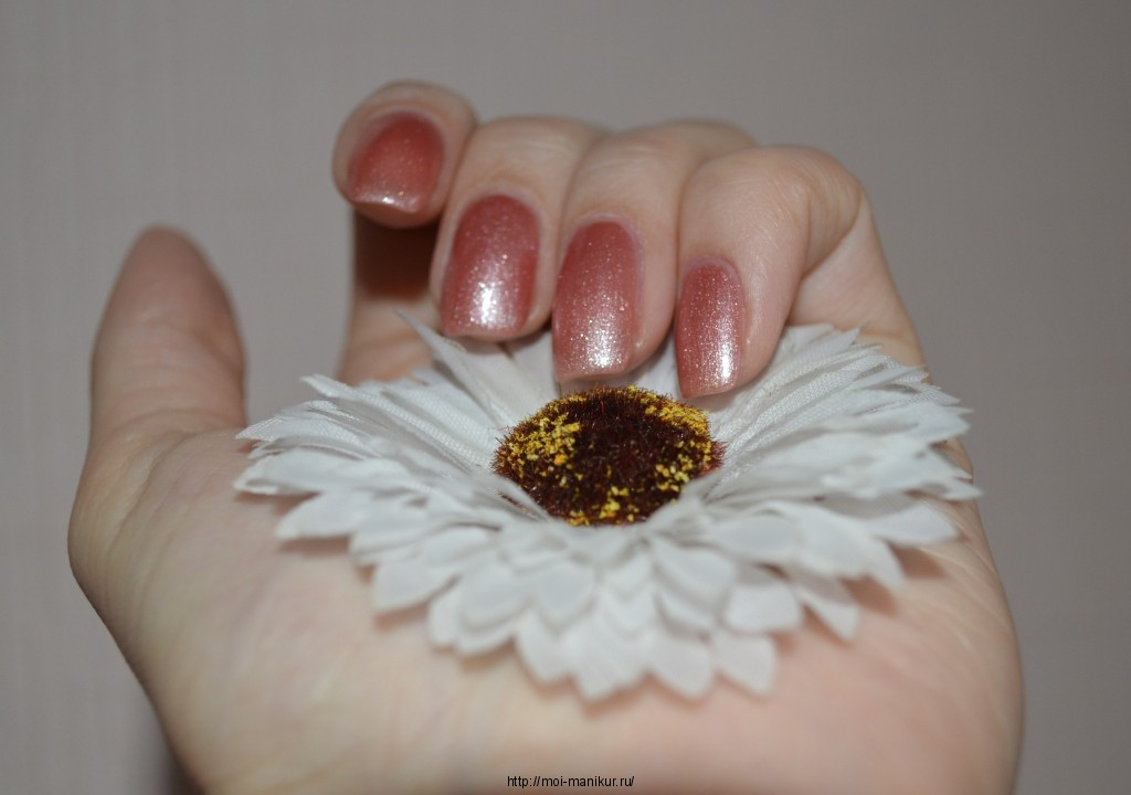Red carpet manicure на ногтях