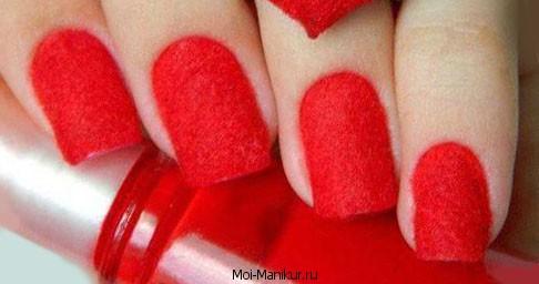 Красный бархатный маникюр