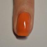 Покрываем ногти оранжевым лаком