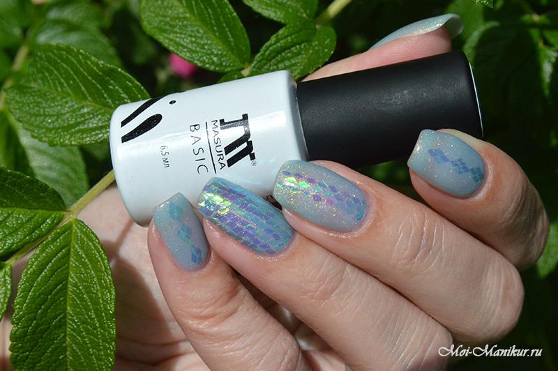 Дизайн ногтей из цветных голографических ромбиков на гель-лаке