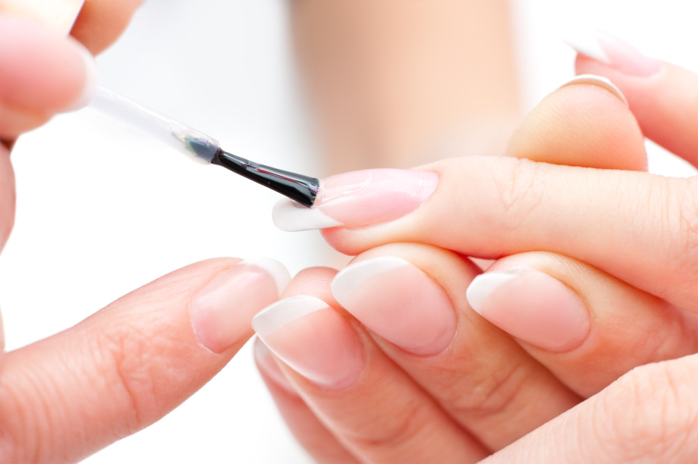 укрепление ногтей базой под гель-лак