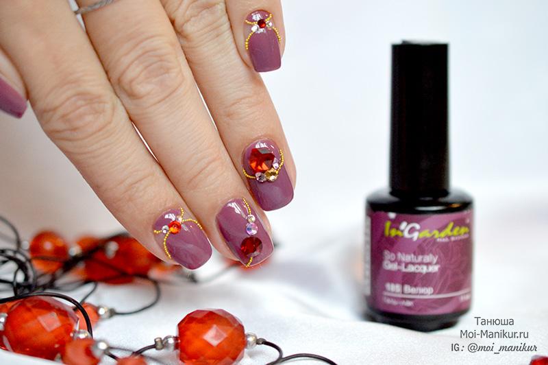 дизайн с объемными украшениями на ногтях
