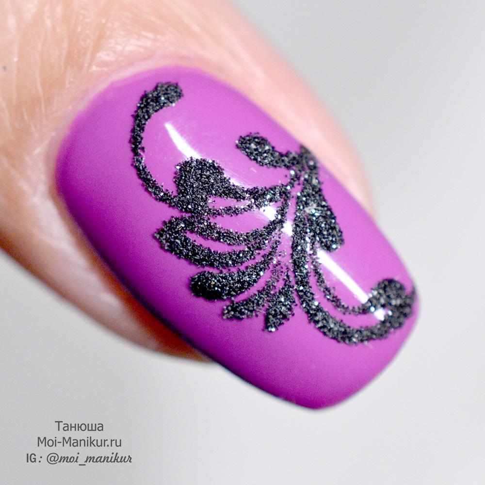 вензеля с посыпкой блестками на ногтях