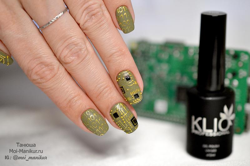 микросхема на ногтях