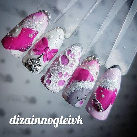 розовый новогодний маникюр