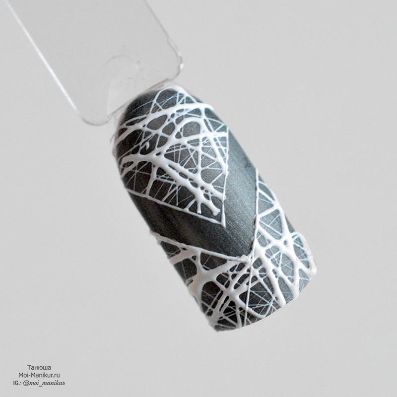дизайн с трафаретами и тянущейся гель краской паутинка