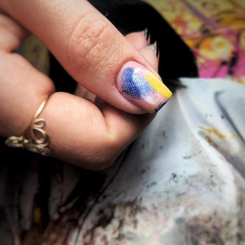 маникюр с отпечатком пальцев