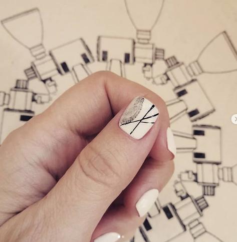 маникюр с отпечатком пальца