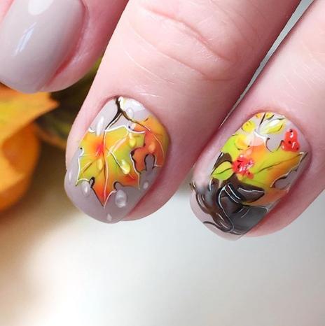 кленовые листья на ногтях