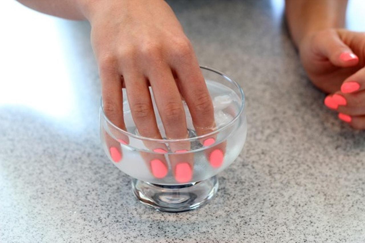 снятие накладных ногтей